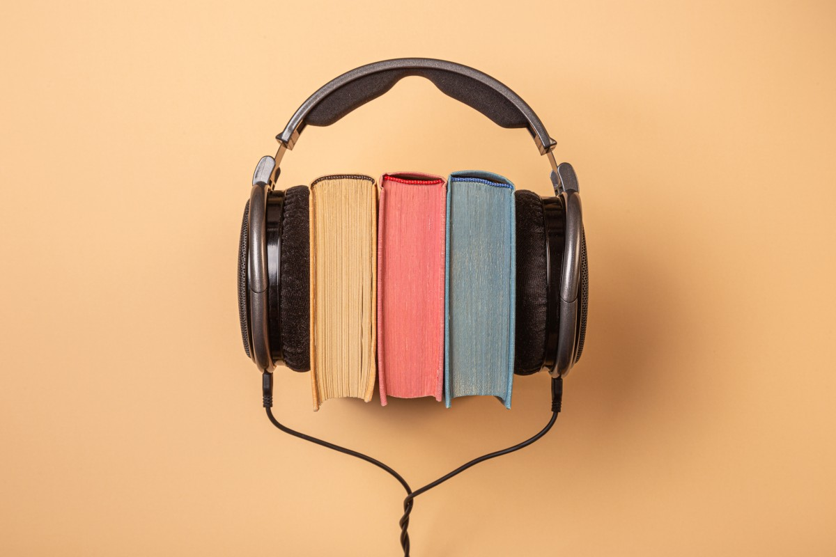 11 Best Audiobook Apps For Android and iOS We Reviewed All